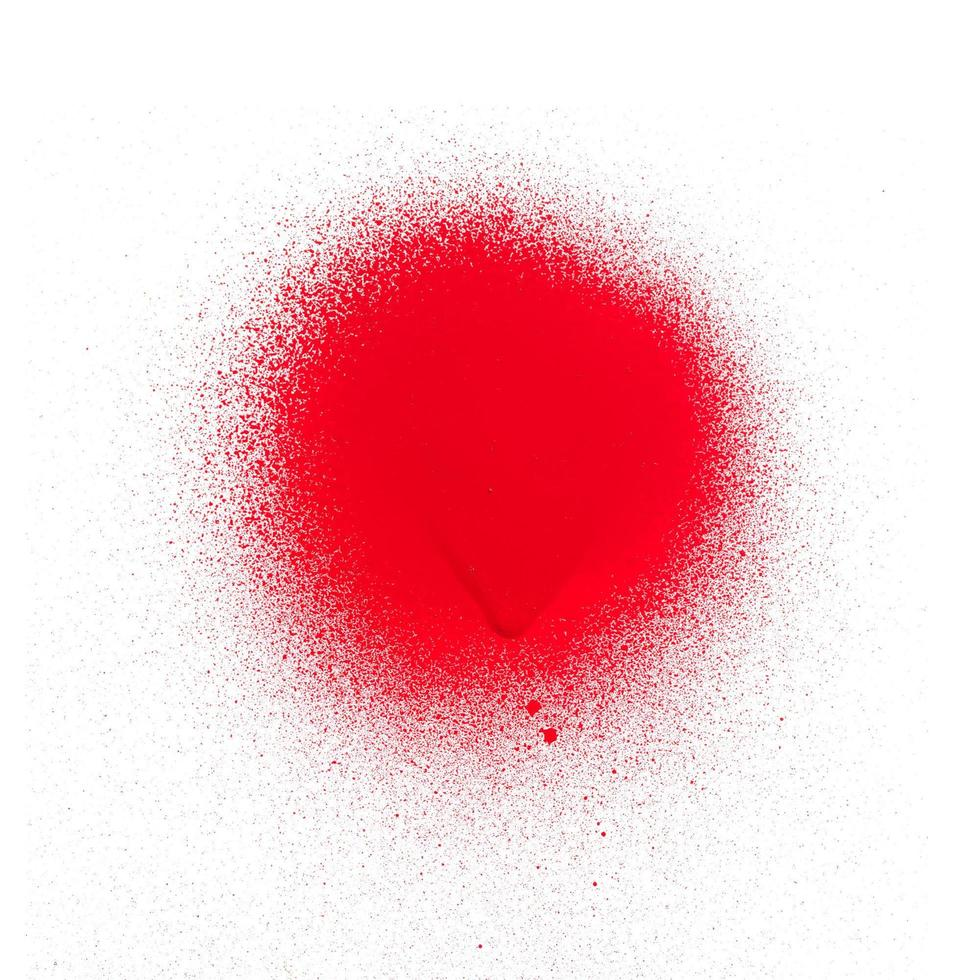 Texture de peinture en aérosol rouge vif sur fond blanc photo