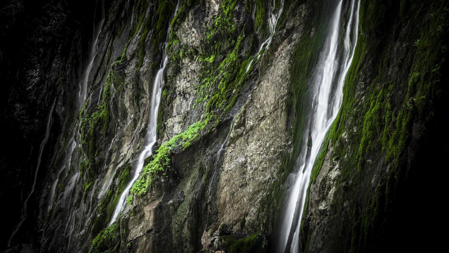 photographie time-lapse de cascades photo