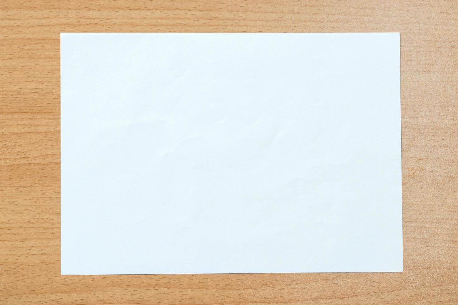 papier blanc vierge isolé photo