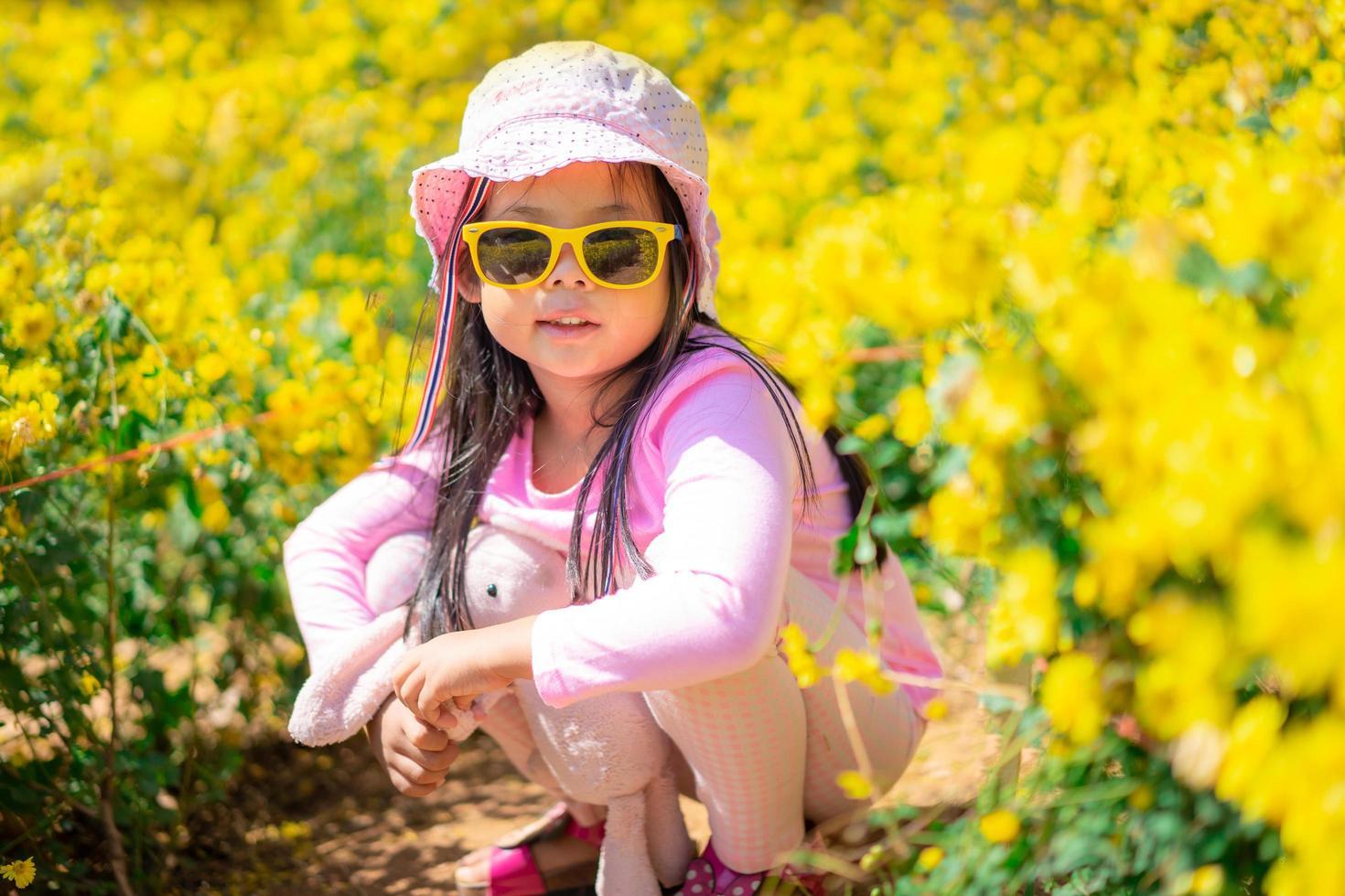 fille asiatique en robe rose photo