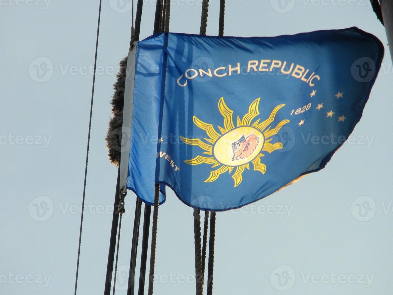 drapeau de la république conque sur un navire photo
