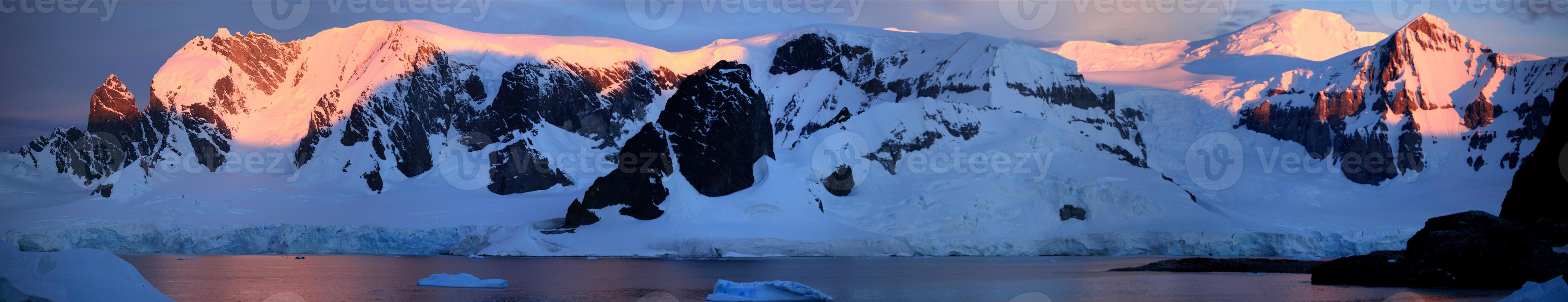 eisberge und landschaften der antarktis arktis photo
