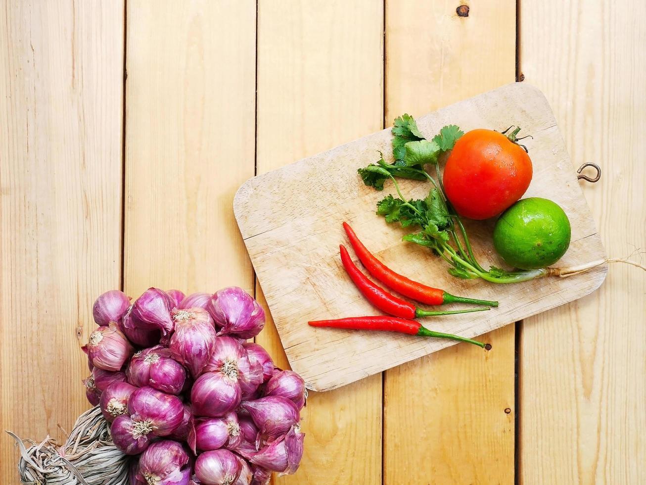 divers types de légumes frais photo
