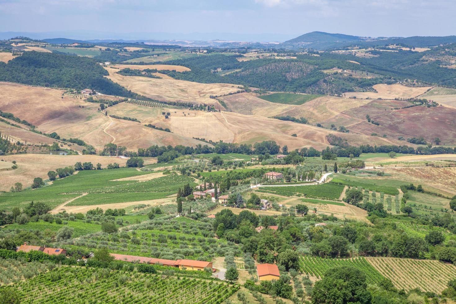 Toscane, Italie, 2020 - vue aérienne d'une campagne pendant la journée photo