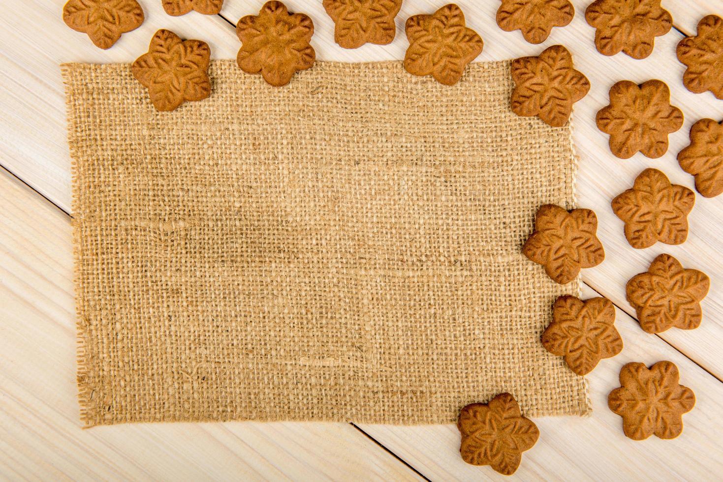 biscuits de pain d'épice de Noël avec des flocons de neige photo