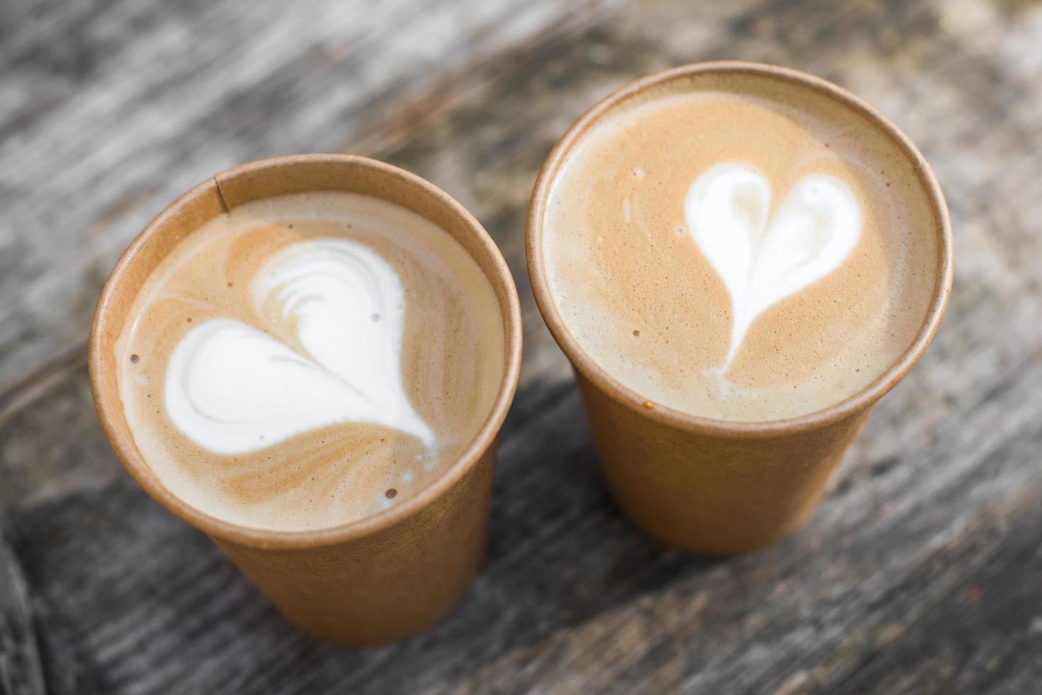 gros plan de deux lattes photo