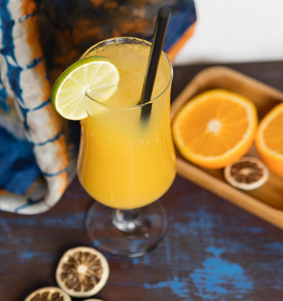 cocktail de fruits orange au citron photo