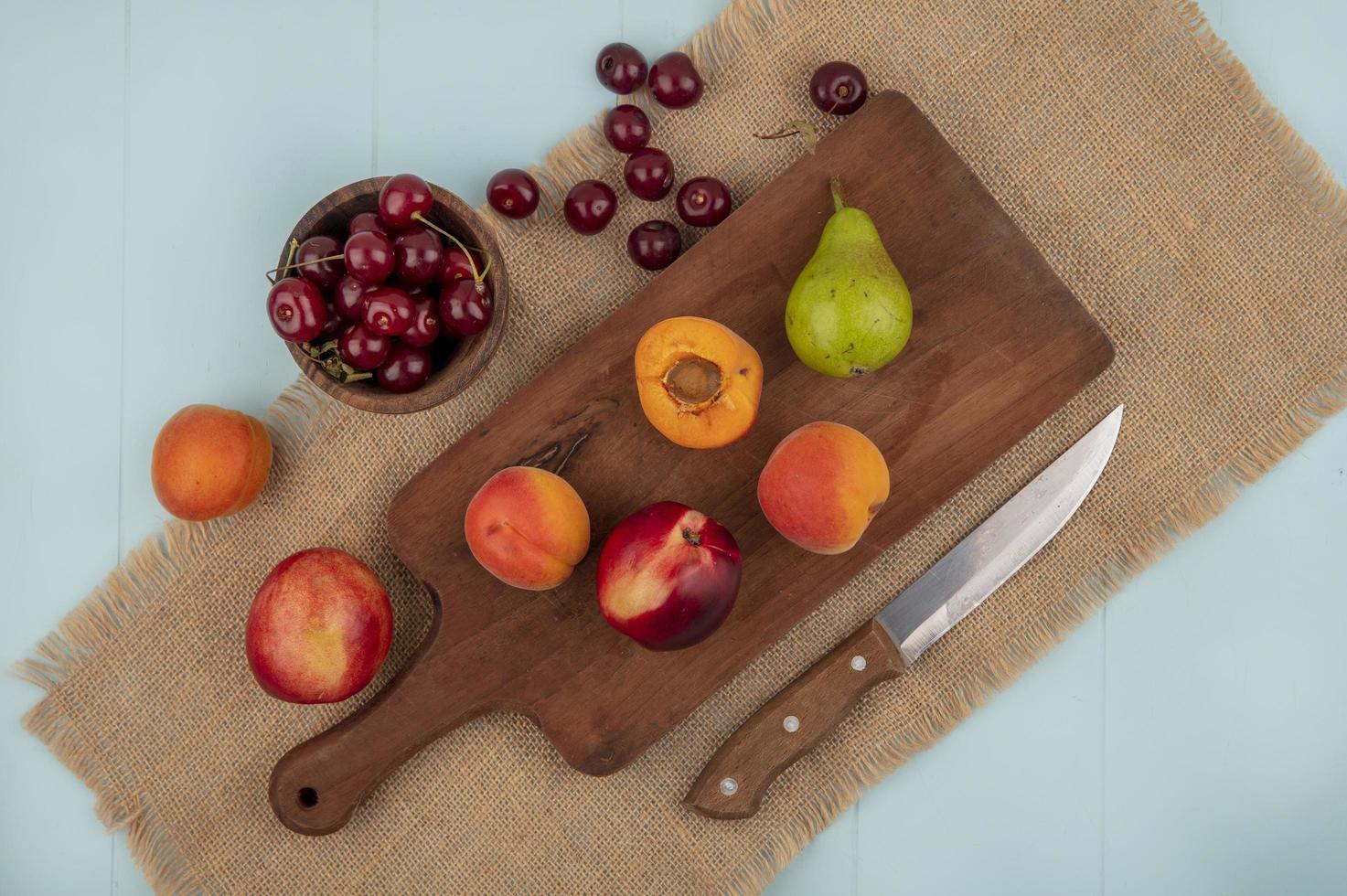 Assortiment de fruits sur fond stylisé mi-automne photo