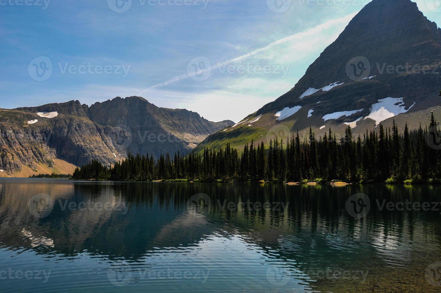 Sentier du lac caché, parc national des glaciers, Montana, USA photo