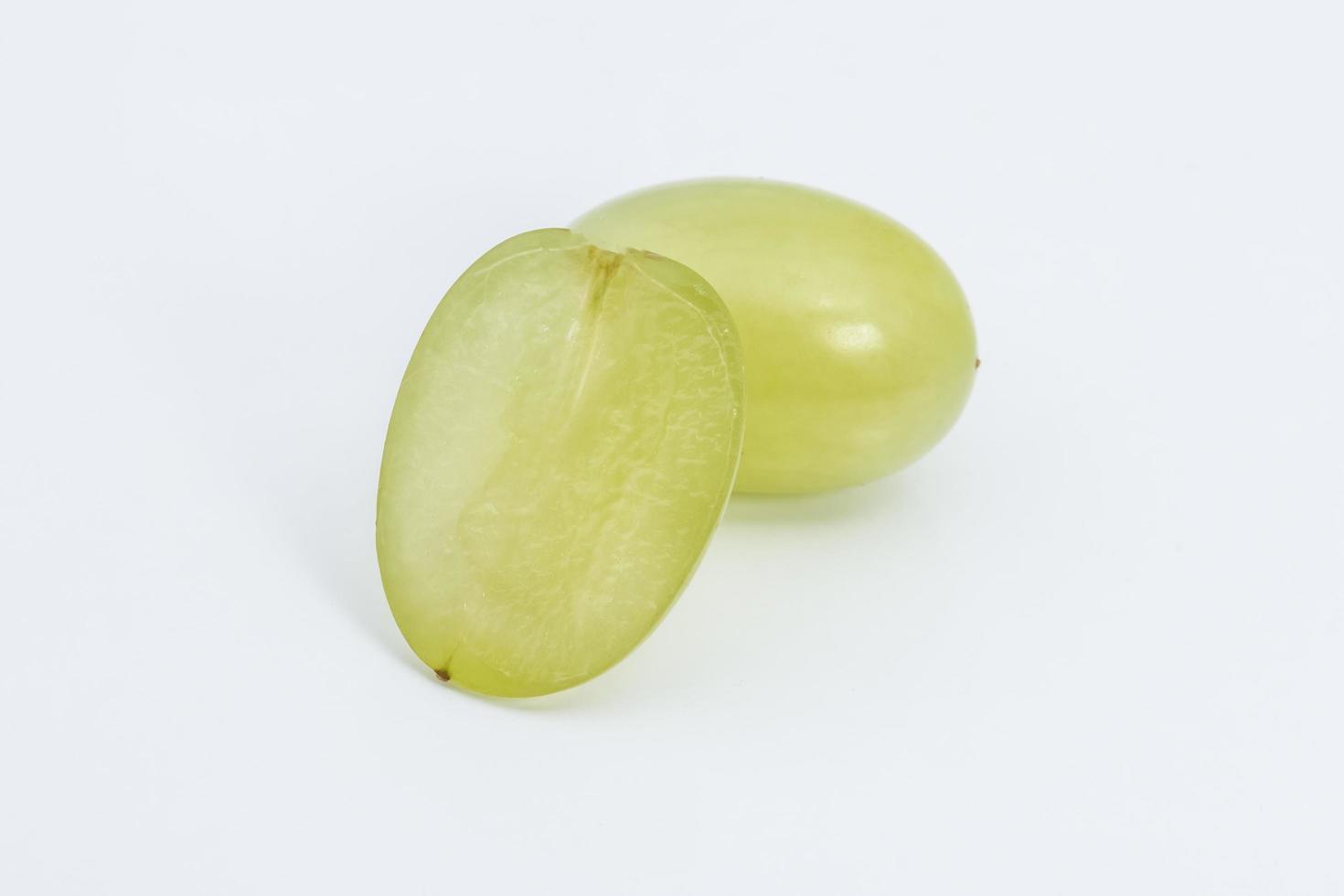 raisin sur fond blanc photo