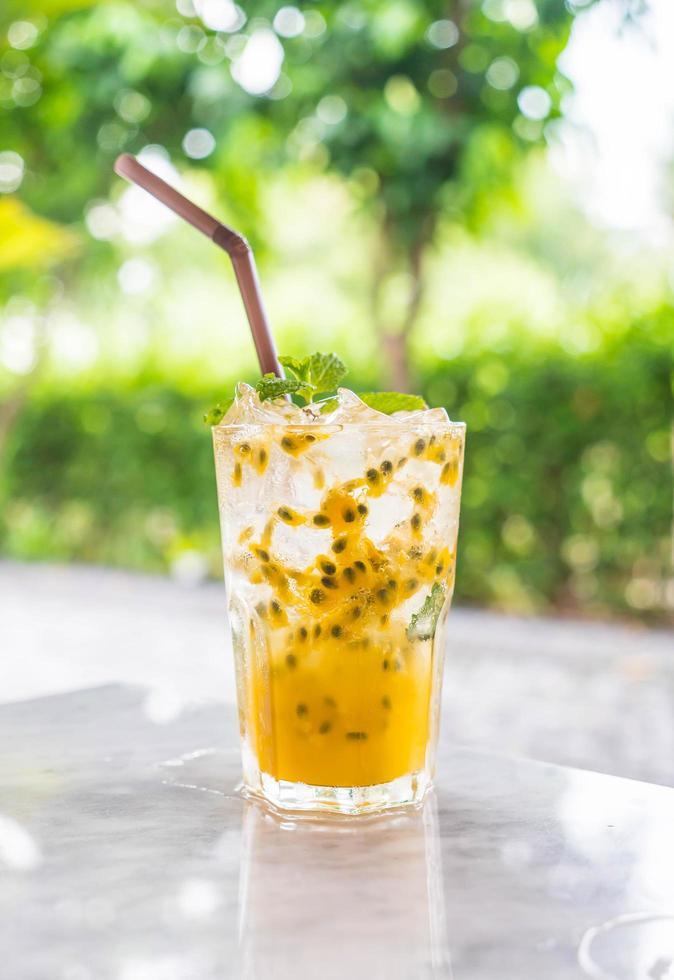 boisson glacée aux fruits de la passion photo