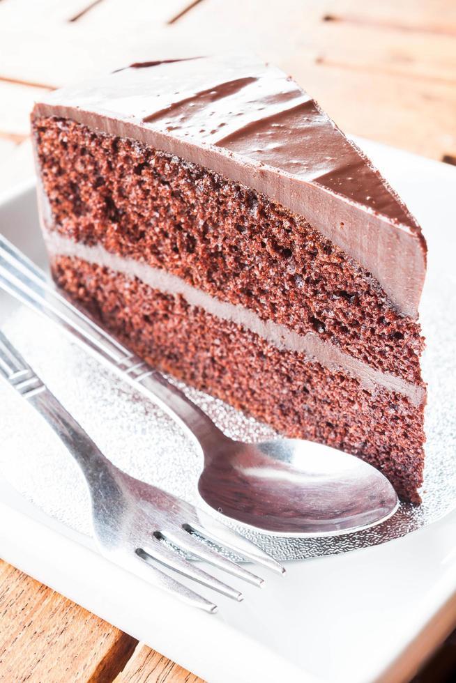 morceau de gâteau au chocolat avec cuillère et fourchette photo