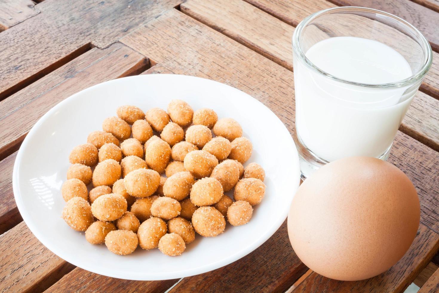 céréales, oeufs et lait photo