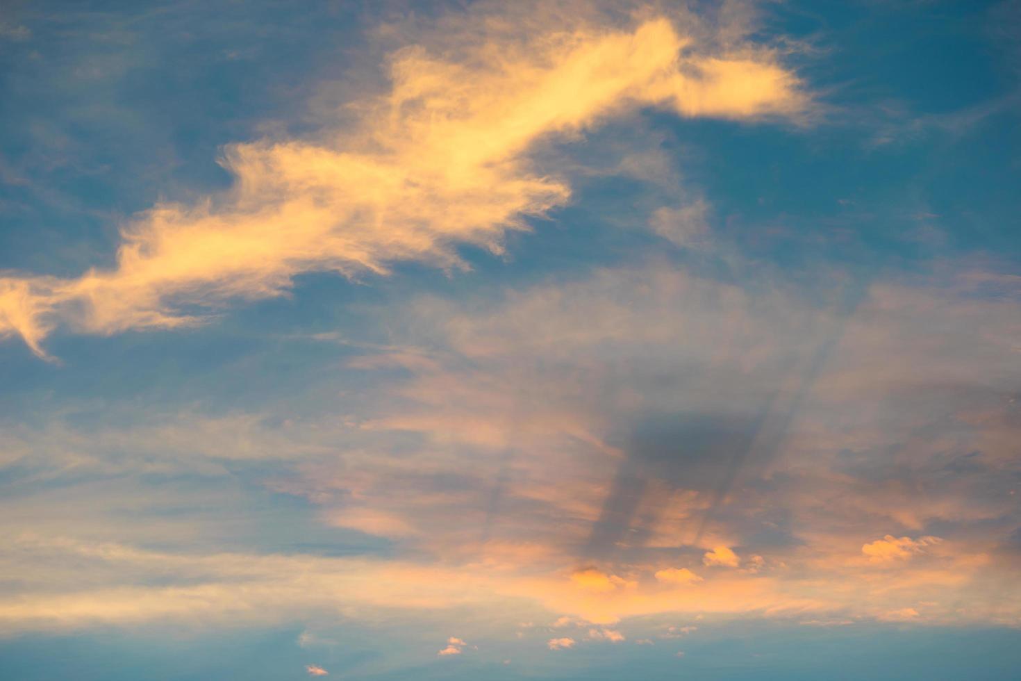 beau ciel au coucher du soleil photo