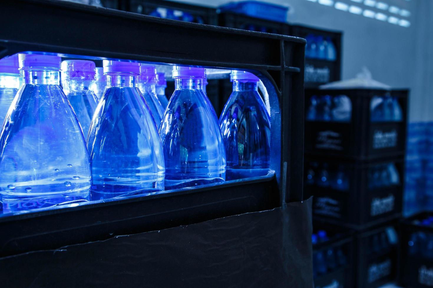 bouteilles d'eau potable photo