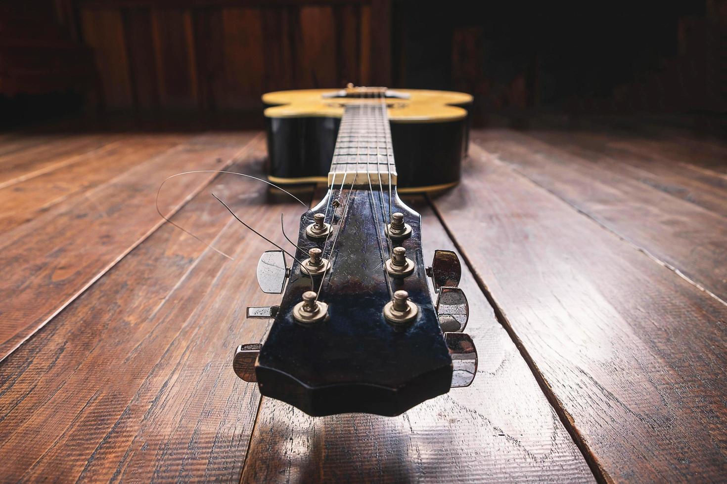tête de guitare acoustique photo