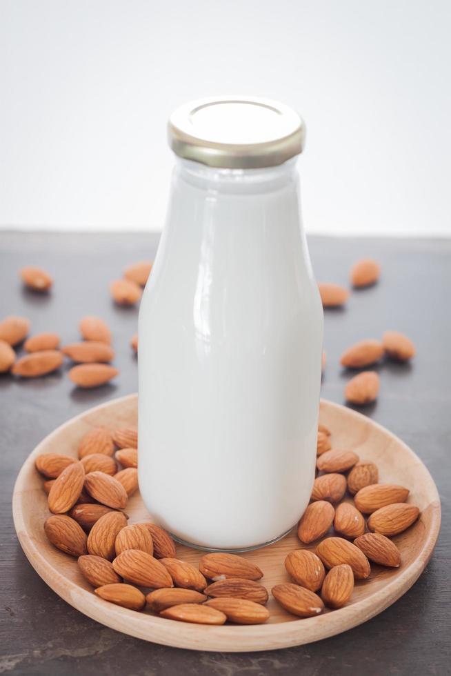 lait d'amande aux noix d'amande photo