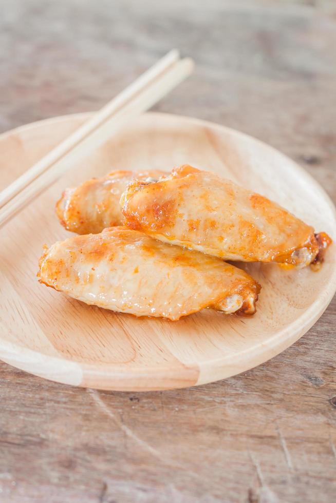 assiette d'ailes de poulet photo