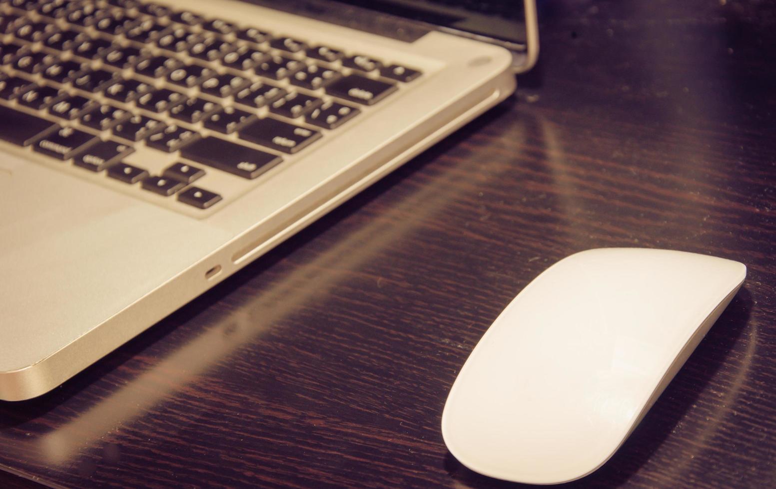 souris et ordinateur portable photo