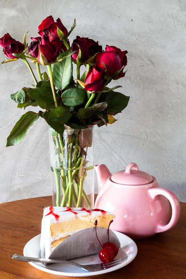 gâteau au thé et fleurs photo