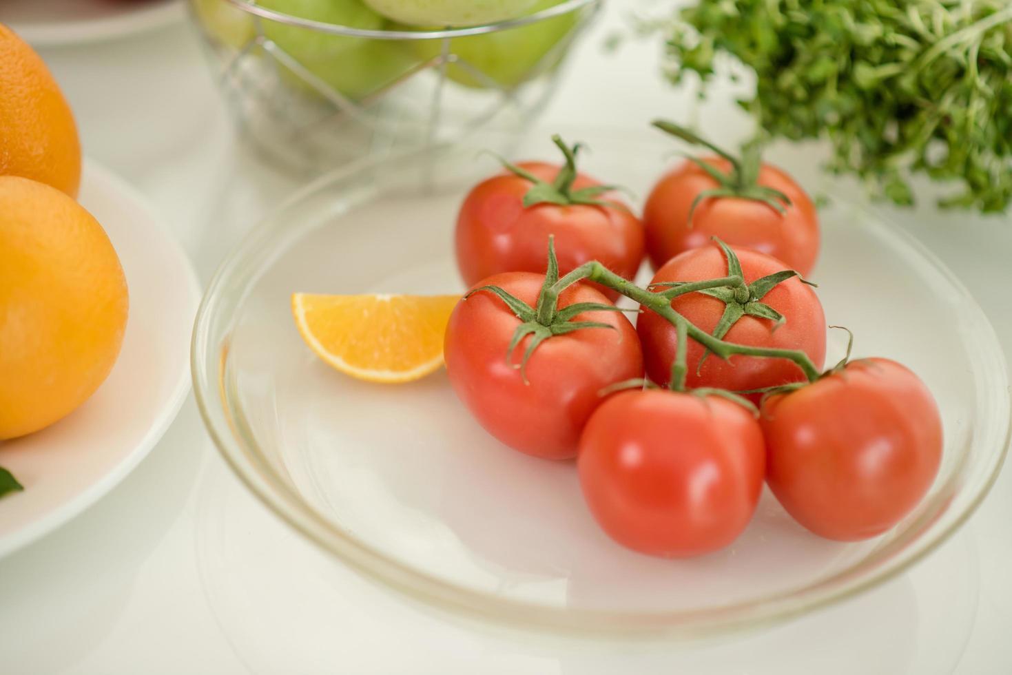 tomates mûres fraîches photo