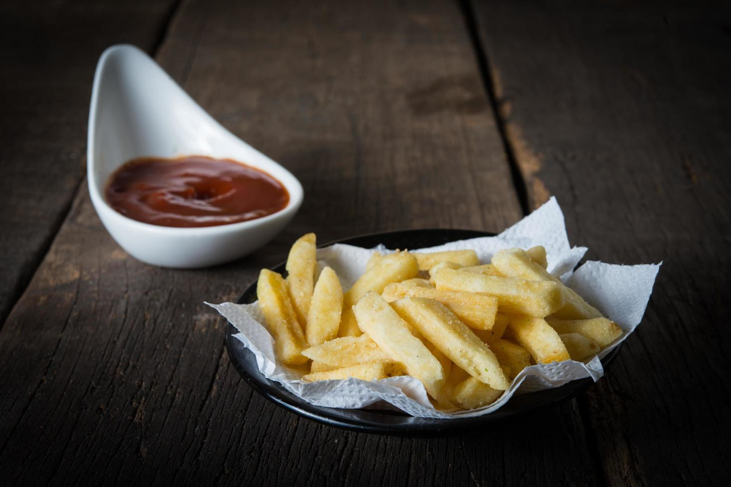 frites traditionnelles au ketchup photo