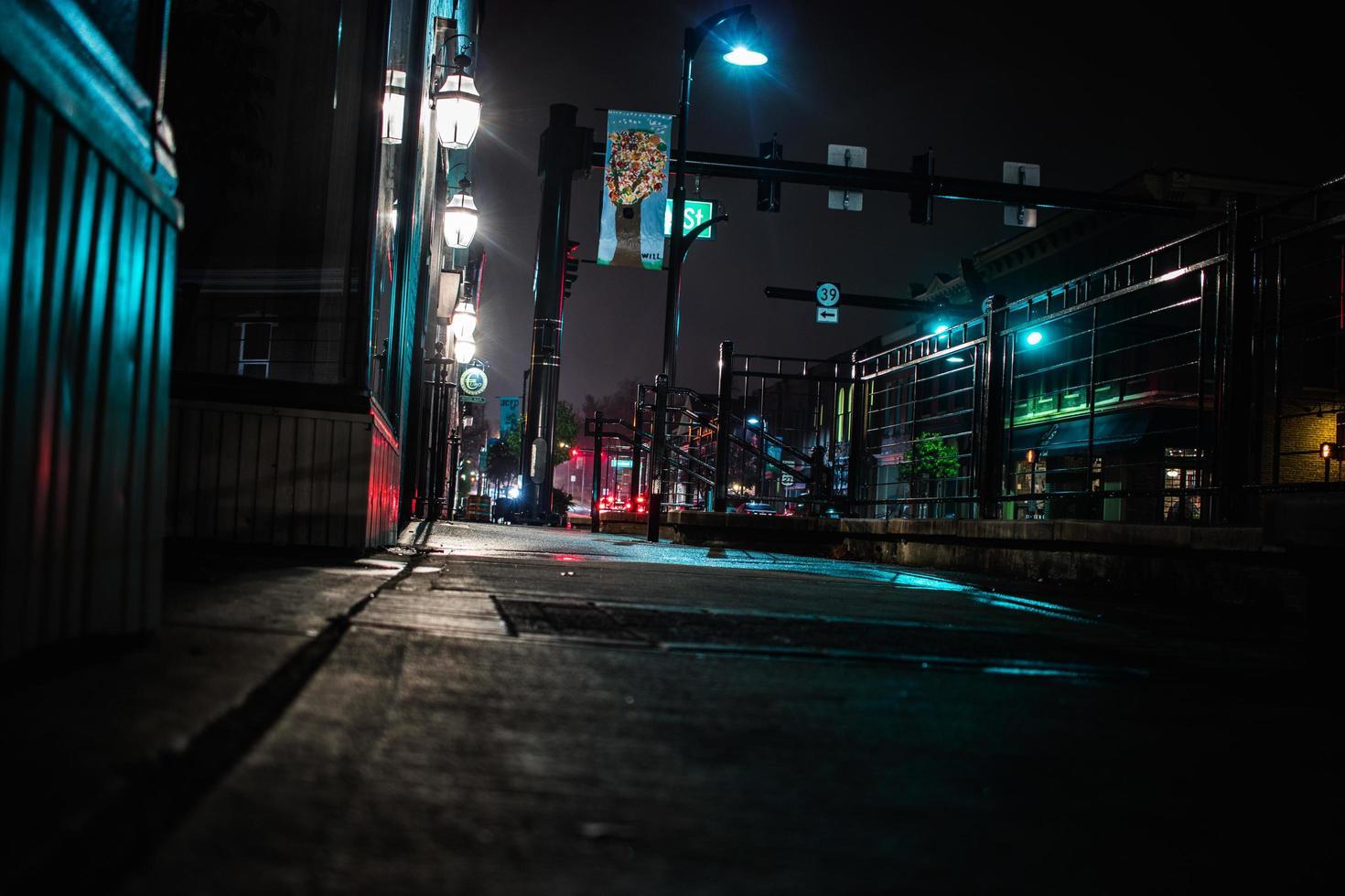 route vide la nuit photo