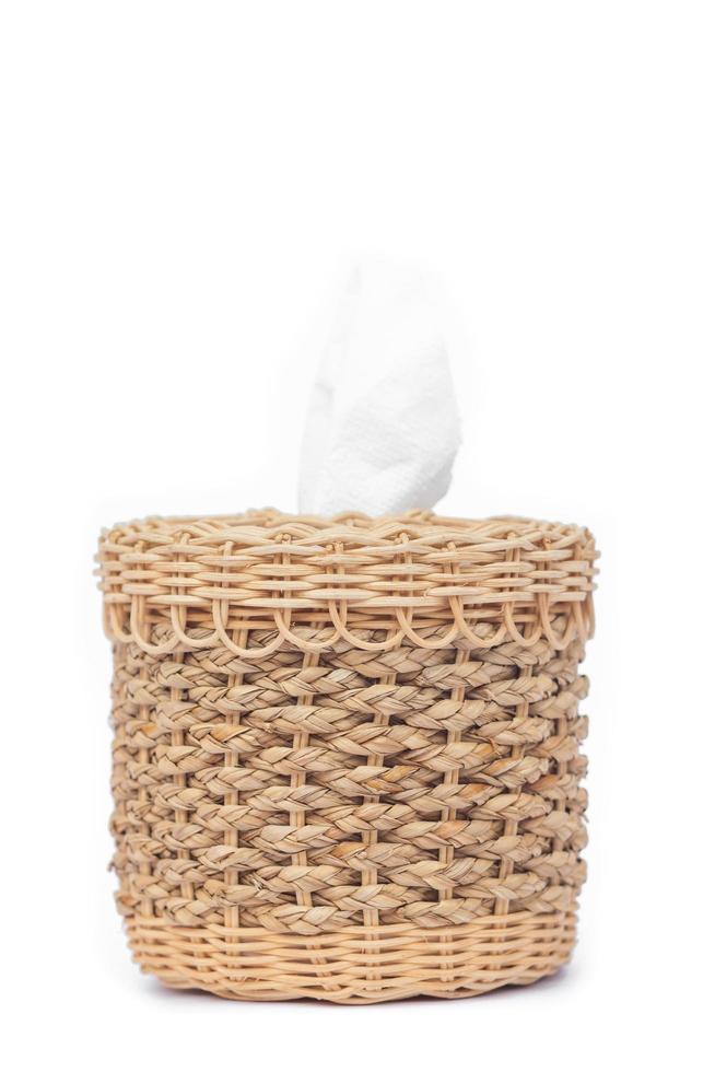 Boîte de mouchoirs tissés isolé sur fond blanc photo