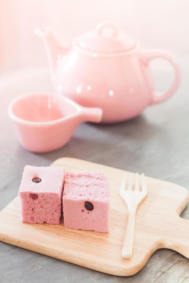 carrés de gâteau et thé photo