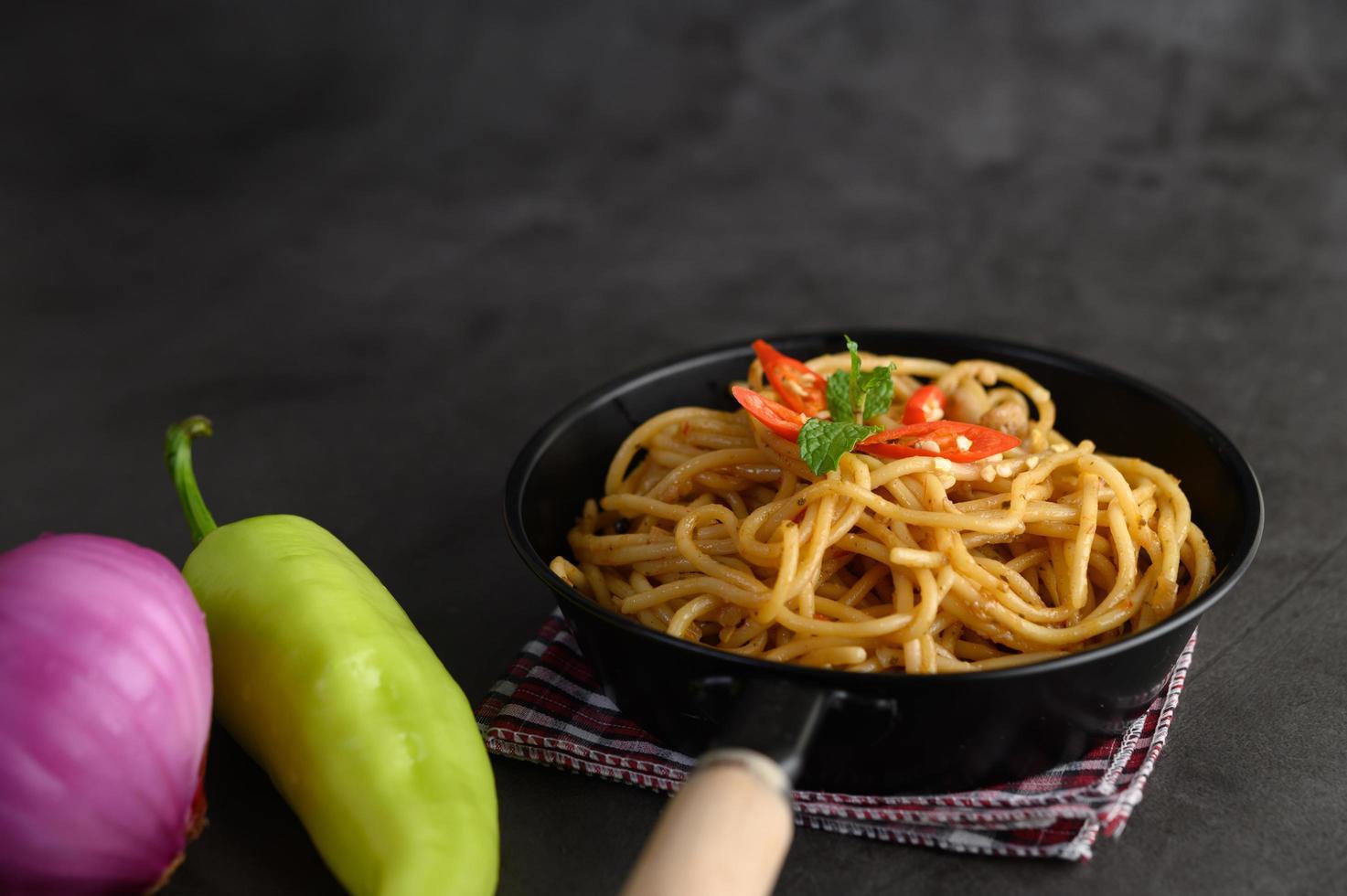 pâtes italiennes avec sauce photo