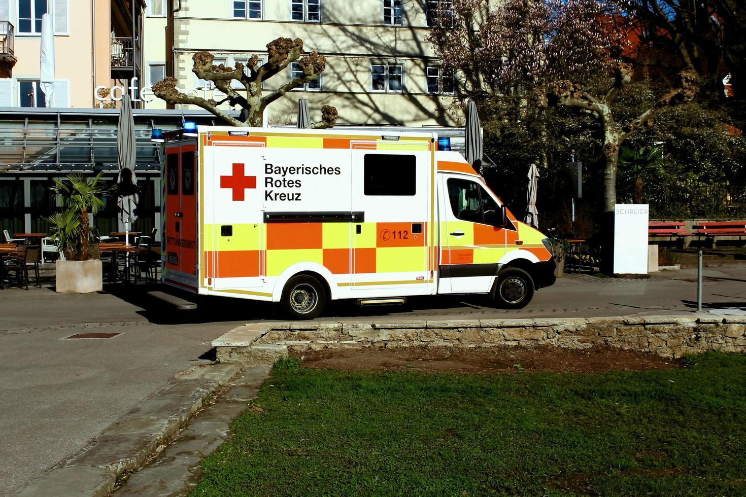 Ambulance allemande garée à l'hôpital photo