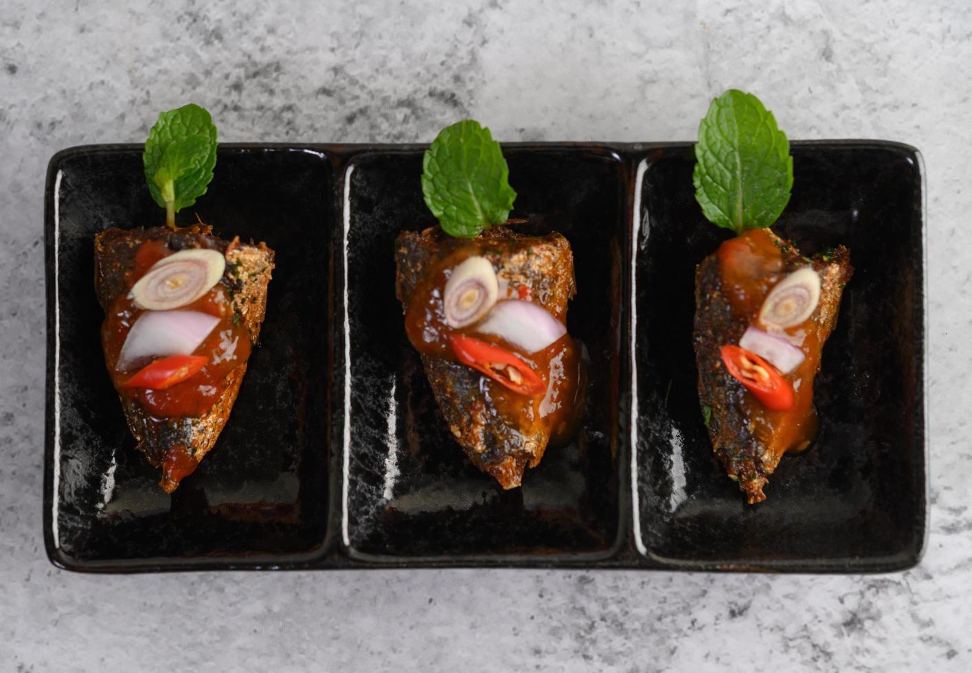 un apéritif de sardines épicées photo