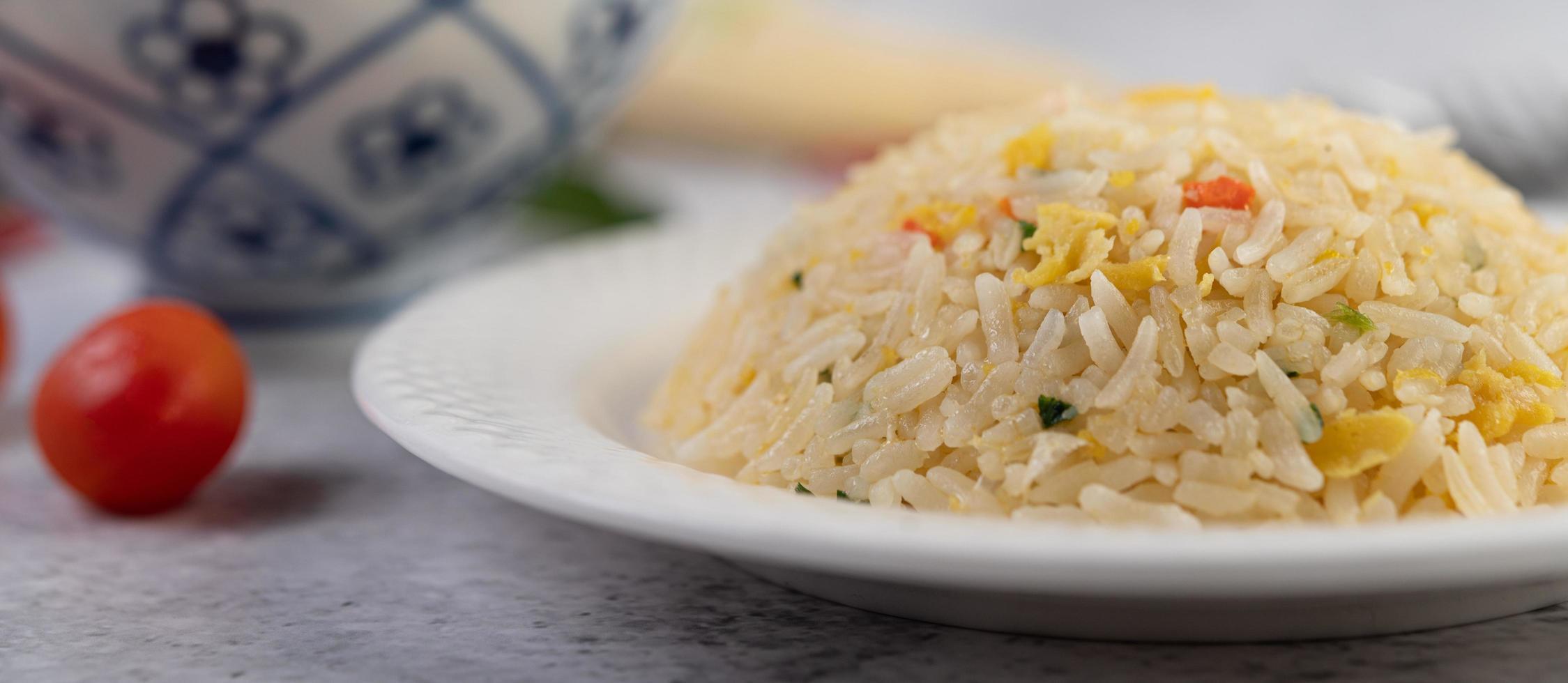 plat de riz frit photo