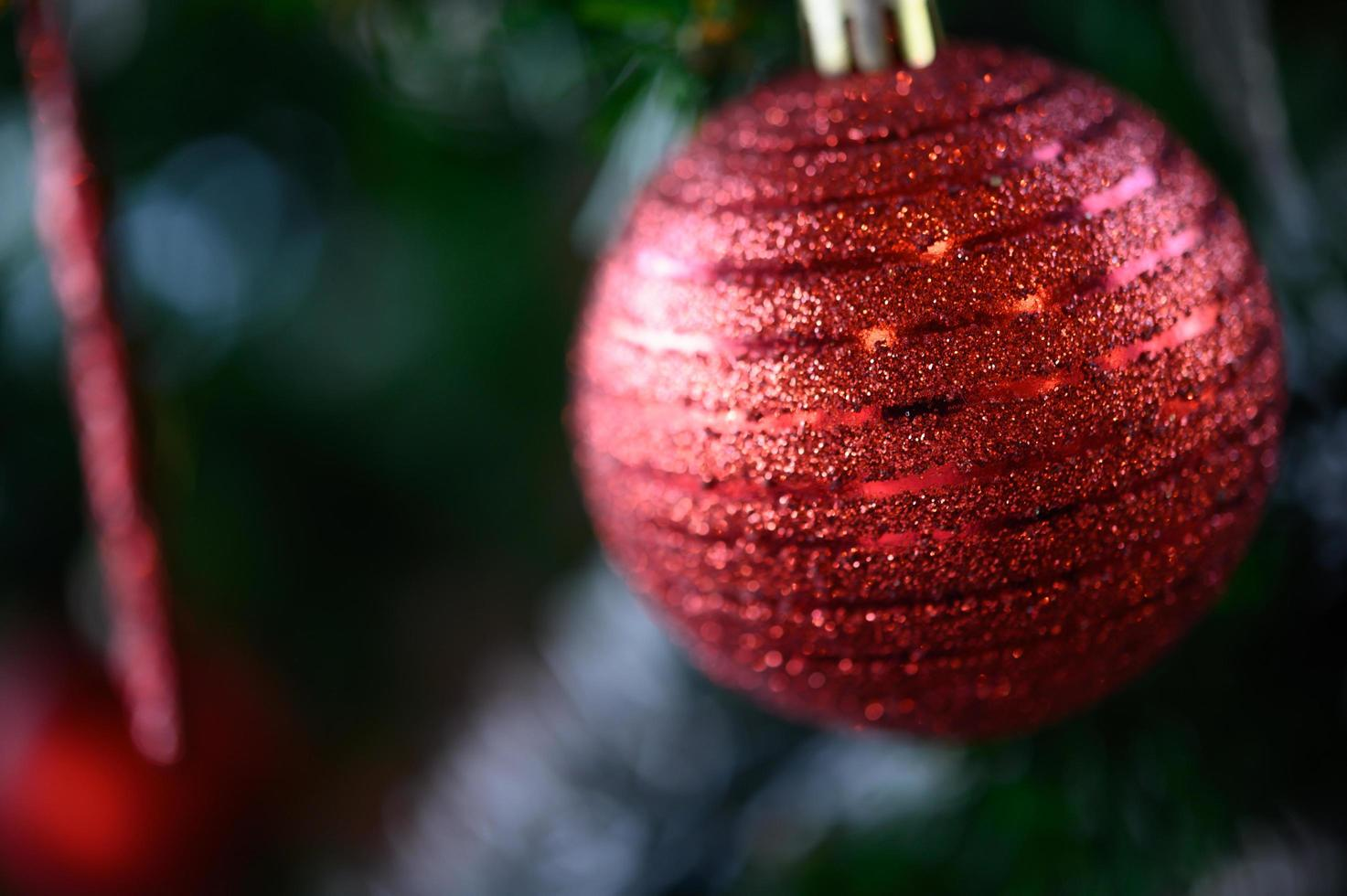 gros plan, de, a, arbre noël rouge, ornement photo