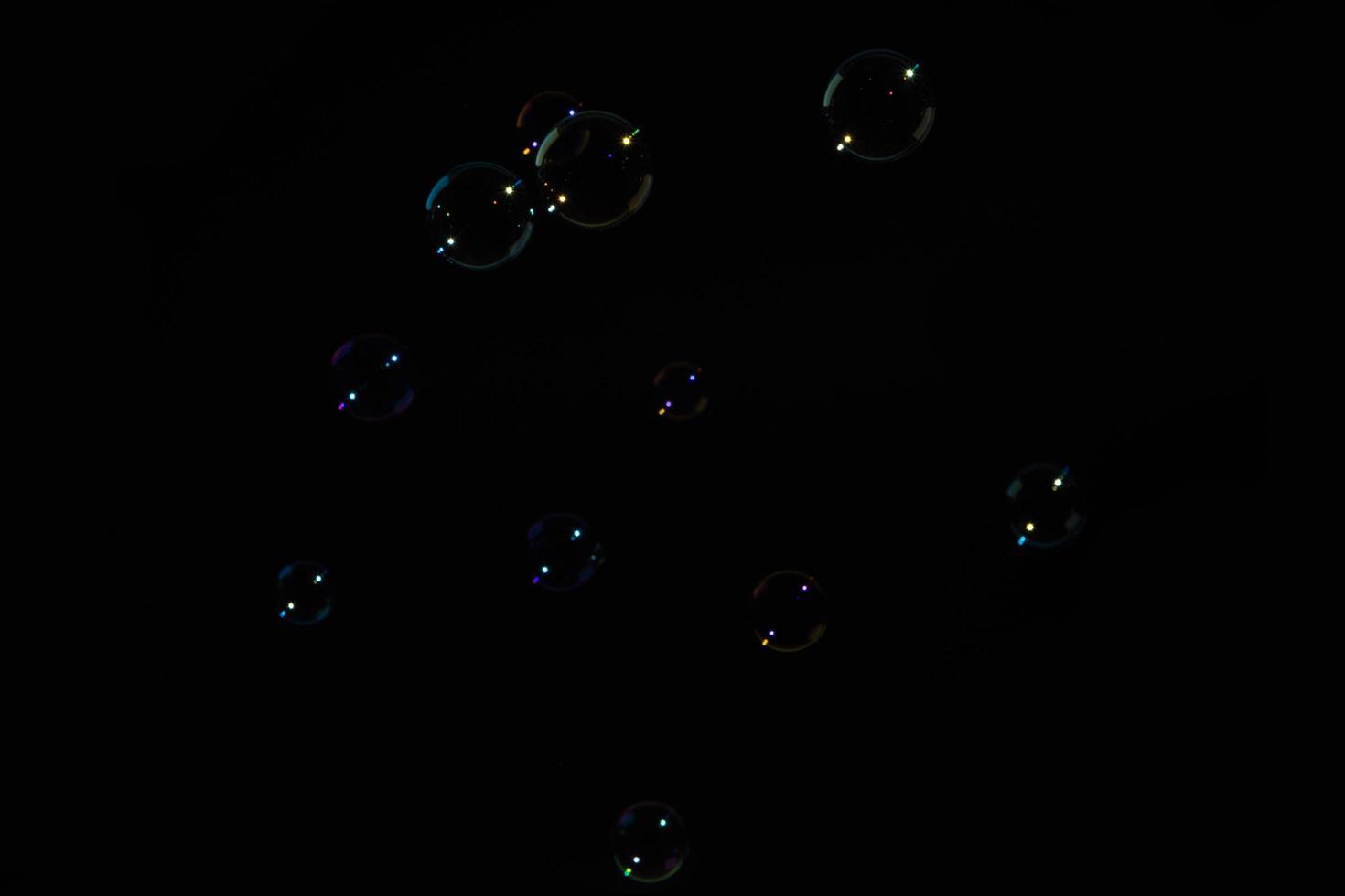 bulles sur fond noir photo