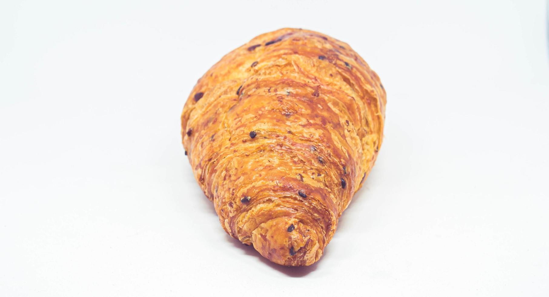 pain croissant sur fond blanc photo