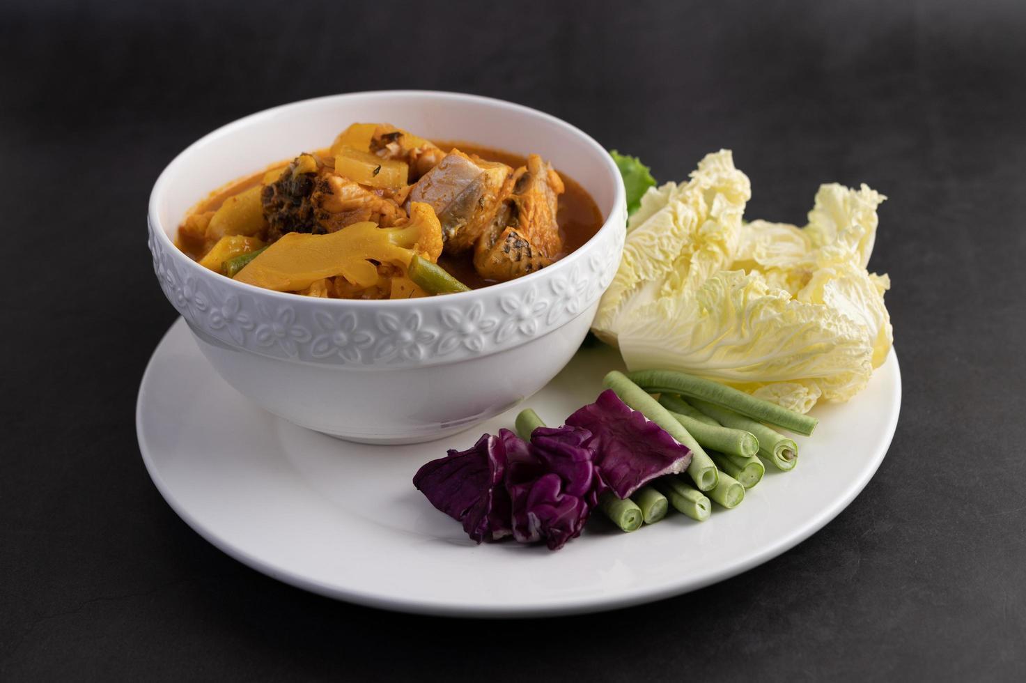 curry jaune avec poisson tête de serpent photo