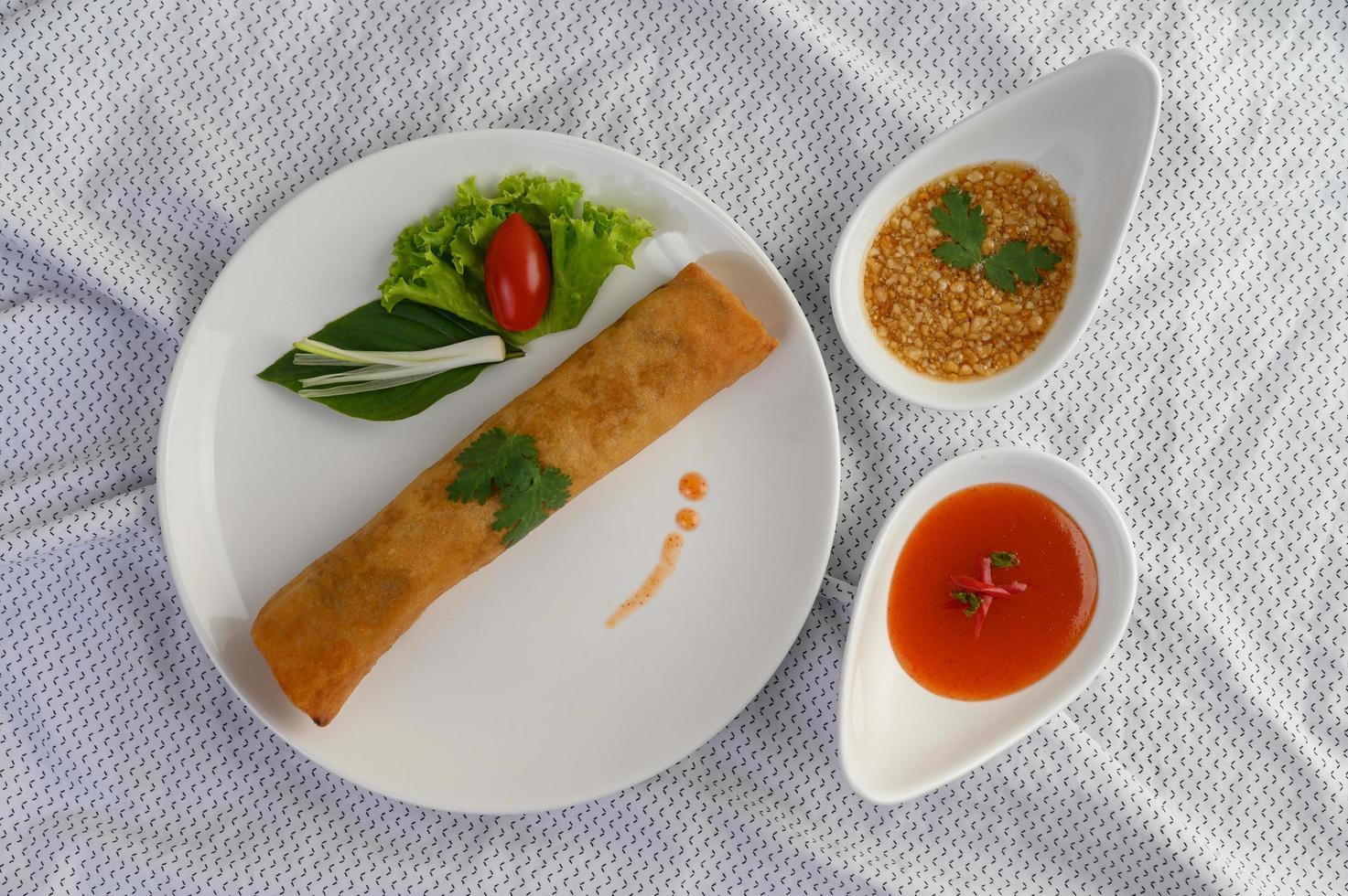 rouleaux d'œufs thaï frits photo