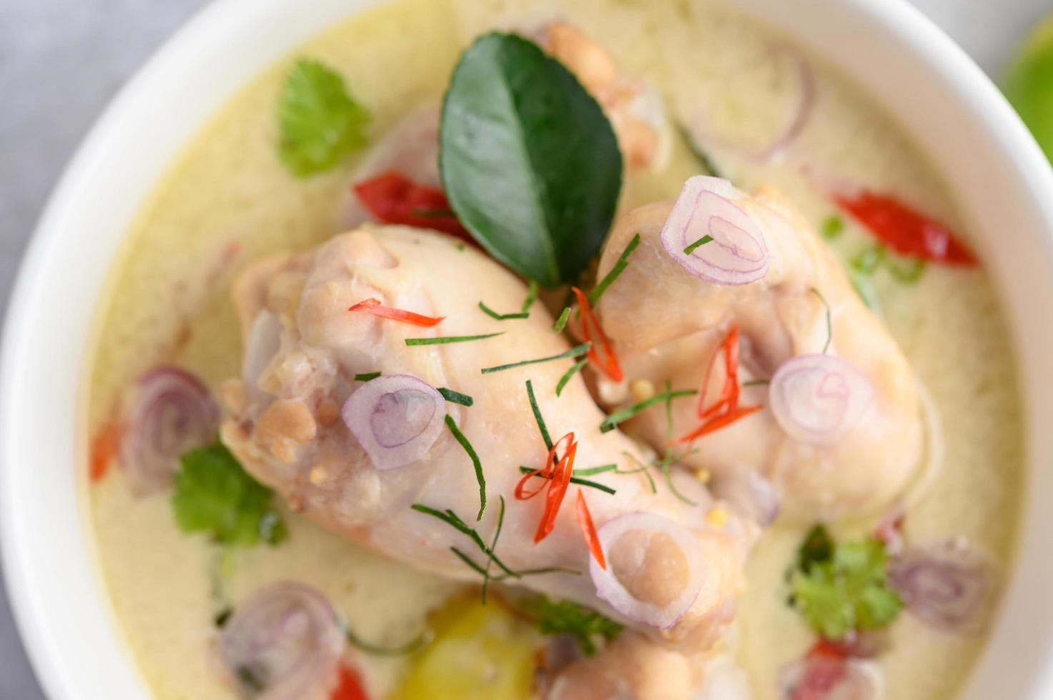 tom kha kai, soupe thaï à la noix de coco photo