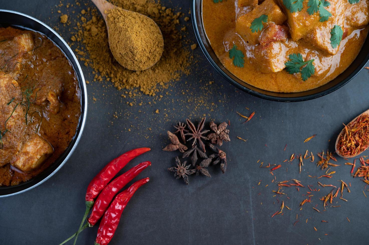 curry massaman aux épices traditionnelles photo
