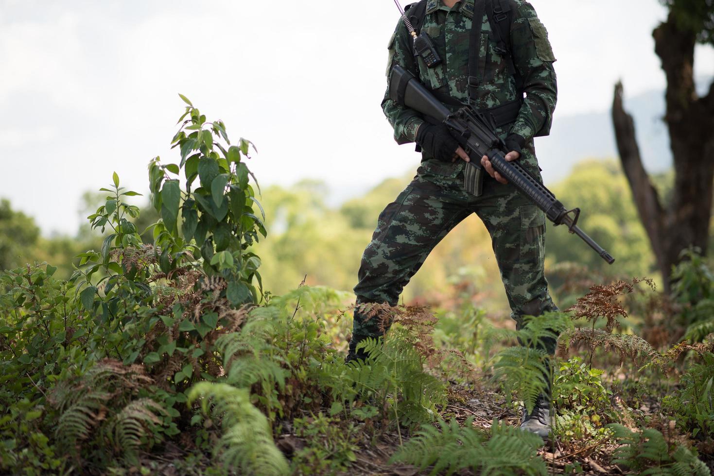 soldat prêt avec arme photo