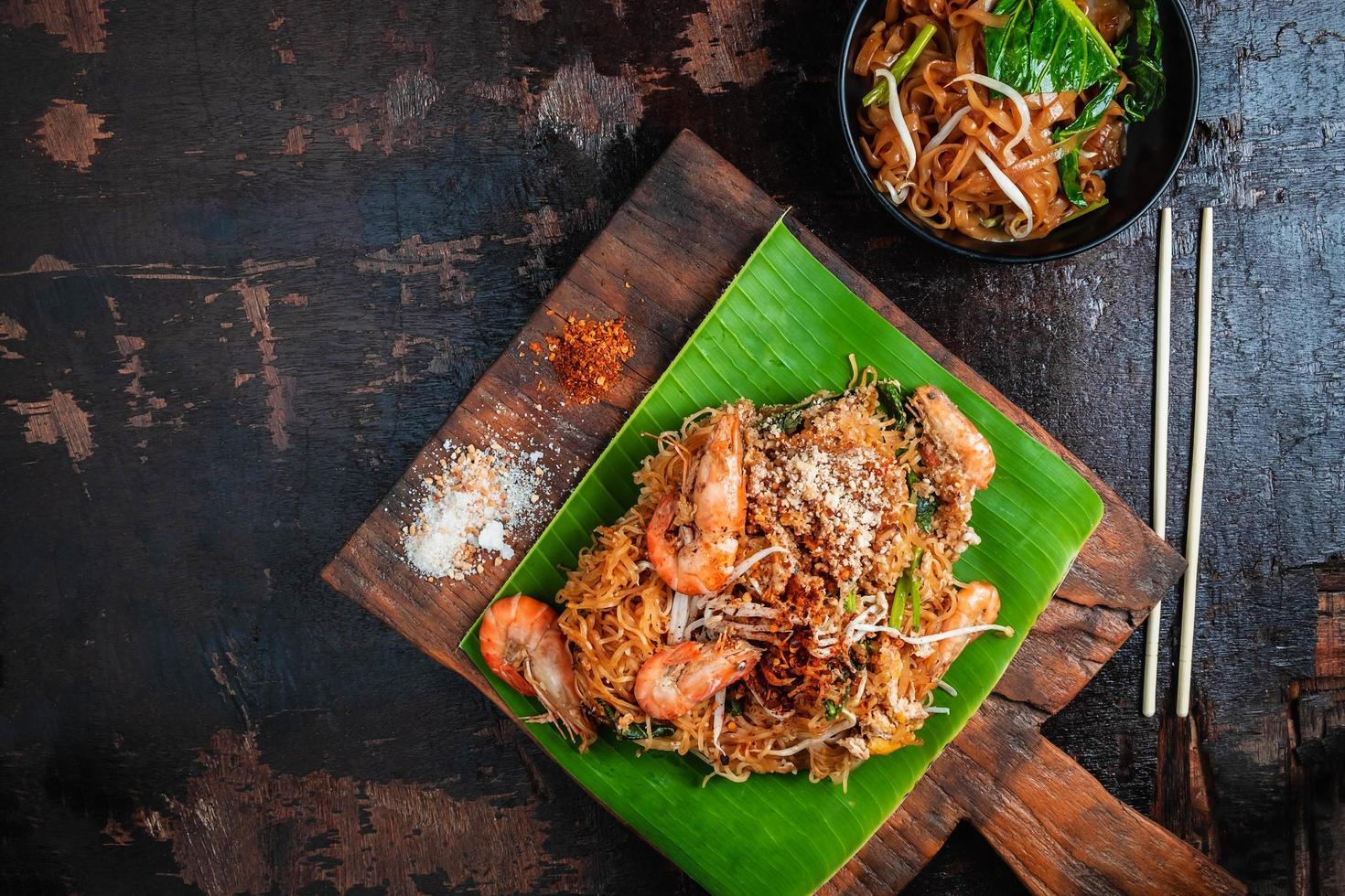 nourriture thaïlandaise sur feuille de bananier photo