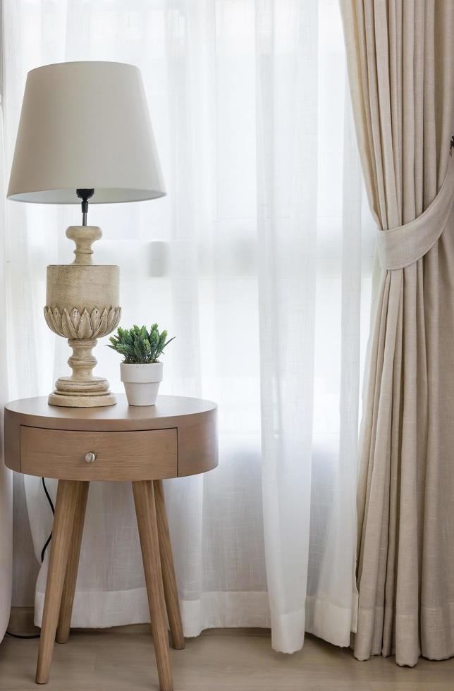 table d'appoint avec lampe photo