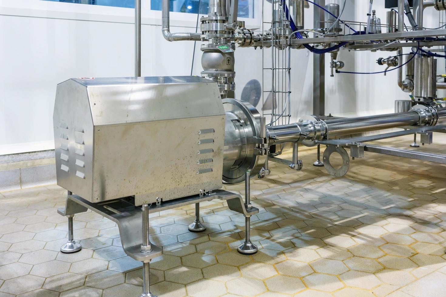 pompe centrifuge en acier inoxydable de l'équipement d'usine industrielle tubes en acier inoxydable automatisation alimentaire photo