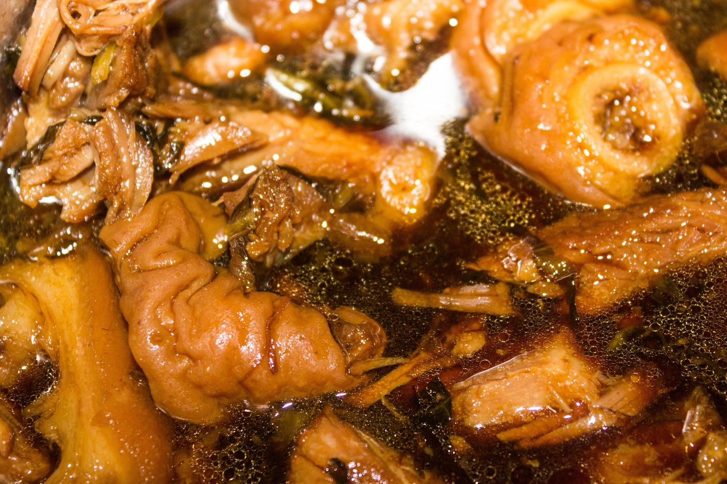 Cuisse de porc cuite dans une soupe photo