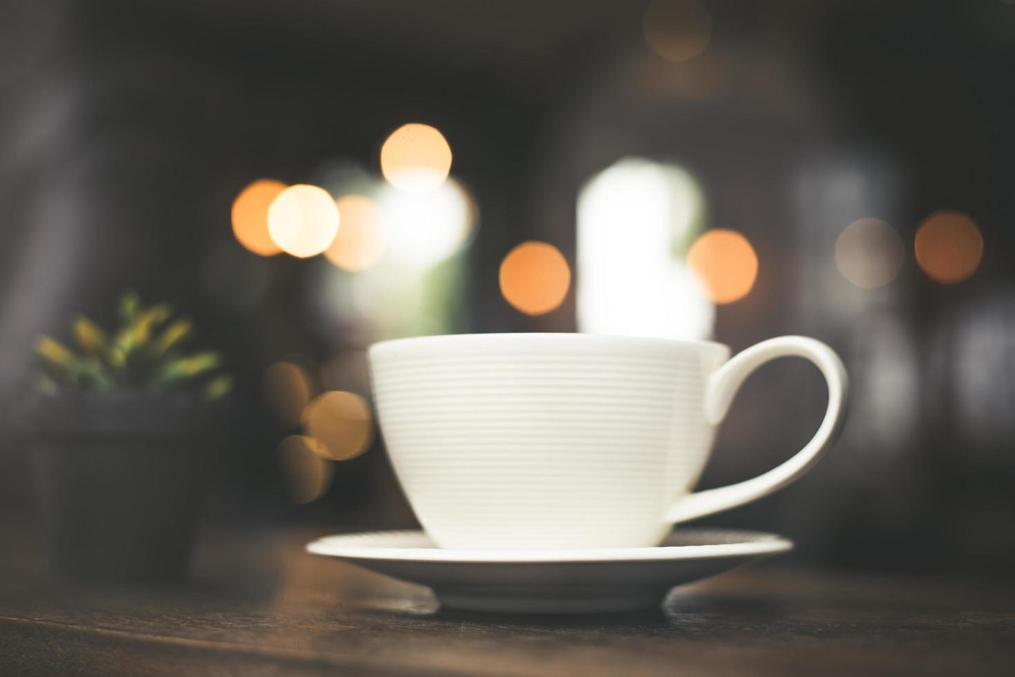 effet de style vintage photo d'une tasse de café dans un café
