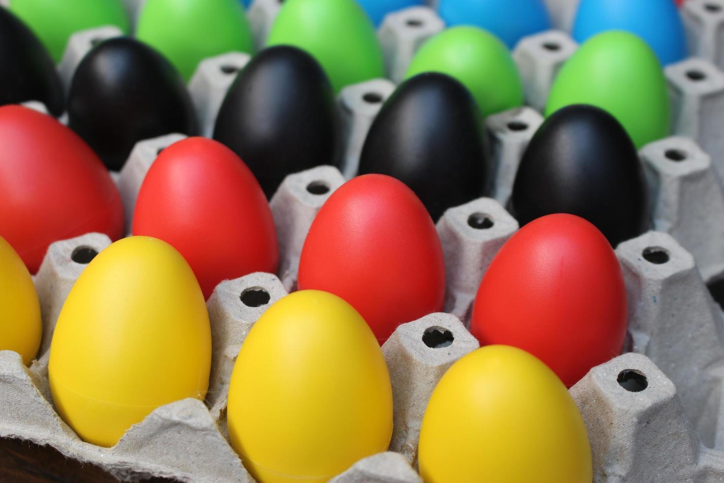 oeufs de Pâques multicolores photo