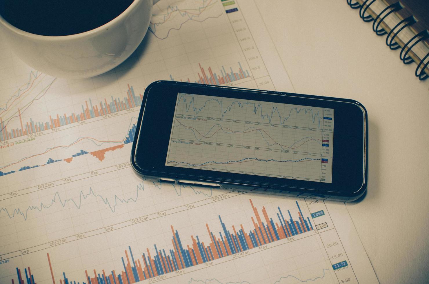 téléphone intelligent avec graphiques photo