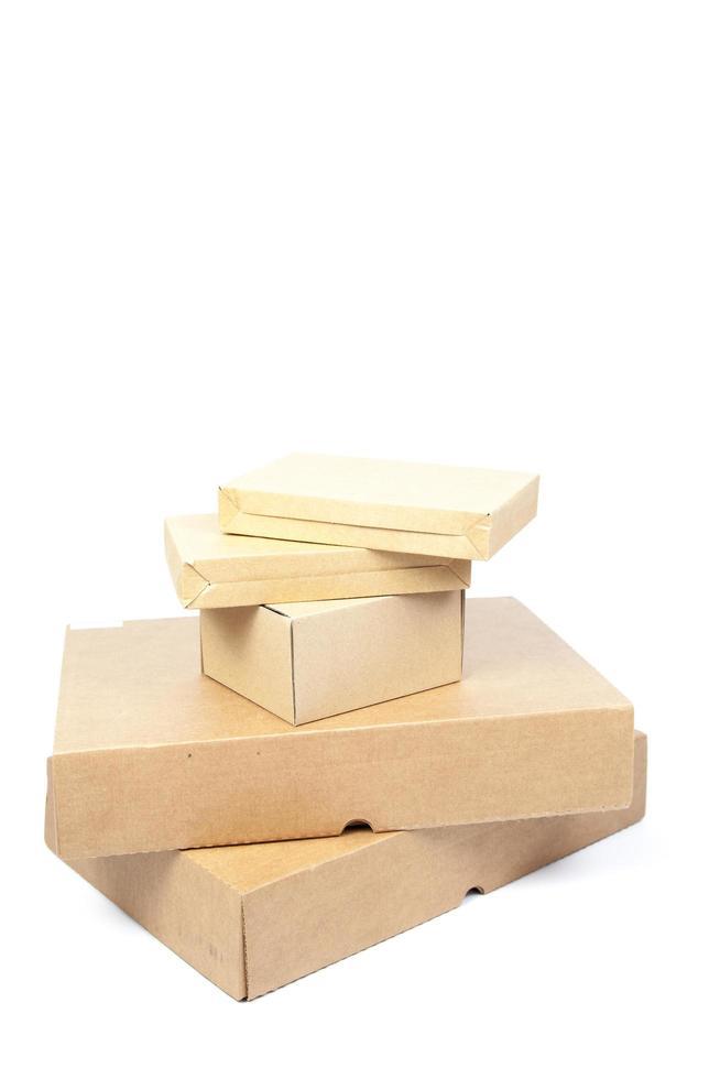 Papier boîtes marron sur fond blanc photo