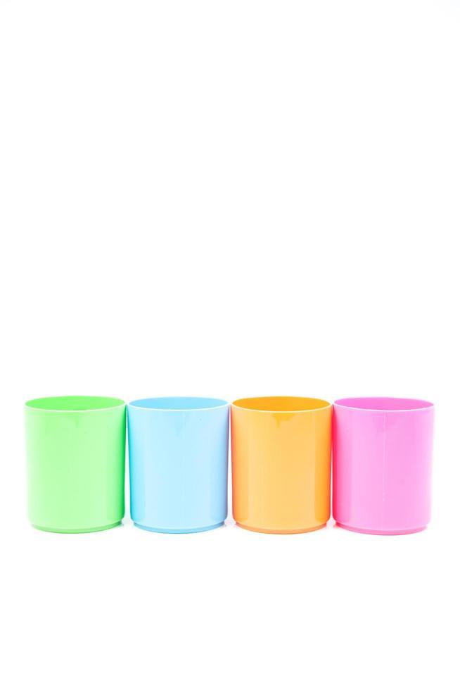 verres multicolores en plastique photo